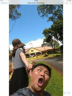 Hear me now! Taiwanese couple, Forrest Lu and Agnes Chien, took the photos during a recent. Funny Couple Photos, Funny Couples, Murad Osmann, Together We Can, Belleza Natural, Couple Posing, Photo Instagram, Best Couple, Bored Panda