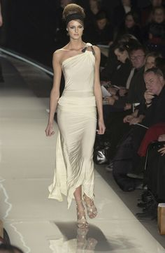Donna Karan at New York Fashion Week Fall 2003 - Runway Photos Vintage Fashion 90s, Donna Karan, Passion For Fashion, One Shoulder Wedding Dress, Runway, Couture, Wedding Dresses, My Style, Fall