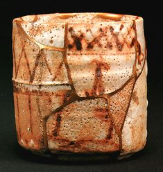 Yobi-tsugi -repairing from some similar sherds later, from Momoyama-kiln sites then assembled in the C. Japanese Ceramics, Japanese Pottery, Ceramic Cups, Ceramic Art, Archaeological Finds, Japanese Aesthetic, Chawan, Wood Basket, Kintsugi