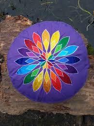 Afbeeldingsresultaat voor meditatiekussen chakra
