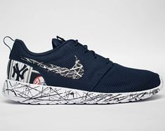 Yankees Baby, New York Yankees, Crazy Shoes, Me Too Shoes, Fashion Games, Types Of Shoes, Boyfriend Gifts, Baseball Stuff, Nike Shoes