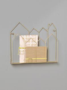 Petites maisons en métal filaire pour ranger ses livres et revues. Une décoration chic et originale.DétailsDim. L.37 x H.30 cm. Oeillets au dos pour f