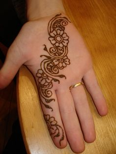 learn how to do henna tattoos on myself and other people