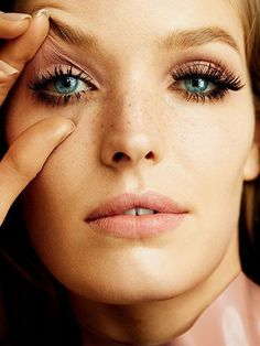 Peach lips and eyes with dramatic lashes   allure.com
