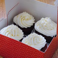 Best Chocolate Cupcakes From Box Red Velvet Ideas White Chocolate Buttercream Frosting, White Chocolate Icing, Best Chocolate Cupcakes, Cupcakes With Cream Cheese Frosting, Best Red Velvet Cake, Red Velvet Cupcakes, Best Sugar Cookie Icing, Cupcake Recipes, Cupcake Cakes