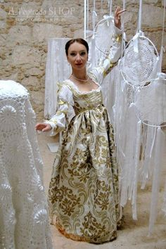 Medieval dress white color century Italian renaissance dress late medieval gown historical costume as Lucrezia Borgia !ONLY TO ORDER! Medieval Dress, Italian Renaissance Dress, Renaissance Mode, Renaissance Fair Costume, Renaissance Fashion, Lucrezia Borgia, Los Borgia, 15th Century Dress, Fantasy Wedding Dresses