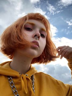 Photography inspiration model hair 60 ideas for 2019 Aesthetic People, Aesthetic Hair, Aesthetic Yellow, Pretty People, Beautiful People, Beautiful Pictures, Short Grunge Hair, Photo Instagram, Green Hair