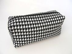 Large Houndstooth Print Cosmetic Bag - Black, White $22 Alabama Crimson Tide, Other Accessories, Houndstooth, Cosmetic Bag, Fabric Design, Print Patterns, Cosmetics, Black And White, Cotton