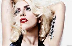 """Лейди Гага окончателно ще се премести в Калифорния. Тя си купи имение в Малибу за 24 милиона долара, в което има боулинг зала, конюшня и тайна квартира на Батман. Предишният собственик на имота е Дан Романели, едно от главните лица във филмовата компания """"Уорнър Брос"""". Той издига къщата, вдъхновена от Батман, през 2006 г., а …"""