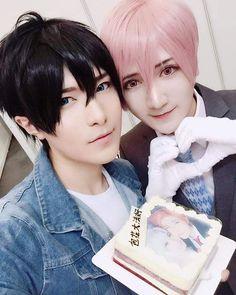 10032016 #BaoziandHanaFBUpdate  萤火虫上海站,久违的出了tencount! 感谢粉丝送的蛋糕!上面的照片居然可以吃哈哈~  #BaoziandHana #BaoziHana #BaoziHanaForever #Baozi #Hana #bun #flower #10count #tencount #kuroseriku #kurose #shirotani #shirotanitadaomi #yaoi #bl #boyslove #boyxboy #couple #cosplayers #lovers