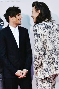 Imagen de larry, larry stylinson, and louis tomlinson Larry Stylinson, Louis Tomilson, Larry Shippers, Harry 1d, One Direction Pictures, Family Show, Louis And Harry, Wattpad, 1d And 5sos