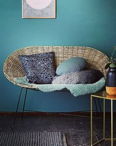 Are you interested in our rattan sofa? With our rattan chair you need look no further. Decor, Furniture, Minimalism Interior, Rattan Sofa, Home Furniture, Vintage House, Home Deco, Trending Decor, Teal Interiors