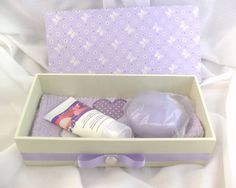 Kit Presente Caixa e Toalha Lavabo   Feito a Mão Artes   3056FB - Elo7