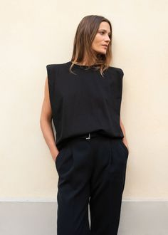 Frankie Shop Eva Padded Shoulder Muscle T-Shirt Muscle Tee Outfits, Muscle T Shirts, Basic Outfits, Trendy Outfits, My Outfit, Shirt Outfit, Look T Shirt, Minimal Outfit, Looks Street Style