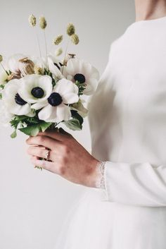 Anemone Flower Wedding Bouquet // Minimal Elegant Bridal Inspiration Shoot With Ikebana Inspired Floral Arrangements By Kitten Grayson // Planned & Styled By Anemone Style // Images Genevieve Wedding Photography White Wedding Bouquets, Flower Bouquet Wedding, Floral Wedding, Flower Bouquets, Wedding Colors, Minimal Wedding, Elegant Wedding, Rustic Wedding, 50s Wedding