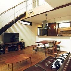 Ayakaさんの、男前,アクメファニチャー,ジャーナルスタンダードファニチャー,ストリップ階段,吹き抜けリビング,無垢の床,アイランドキッチン,部屋全体,のお部屋写真
