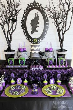 maleficent dessert table // Mesa de postres de Maleficient