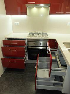 Cocina roja | Reforma de cocina en Barcelona #reformadecocina | por Accesiblereformas.com