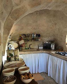 WEBSTA @ lauraurbinatiofficial - Feeling away#trulliland #Puglia #homesweethome #lightness