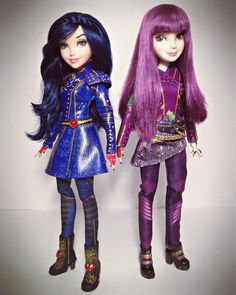 """It will always be you and me."" 💙👭💜 I have nothing new to upload so here's another picture of my slightly customized Mal &… Disney Barbie Dolls, Disney Princess Toys, Barbie Fashionista Dolls, Disney Princess Pictures, Descendants Videos, Disney Descendants Dolls, Disney Descendants 3, Dreamworks, Gymnastics Outfits"