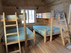 Superb Cabin Beds 143 Hunting Cabin Plans Plans Cabin beds Source by House Bunk Bed, Cabin Bunk Beds, Bunk Bed Rooms, Loft Bunk Beds, Bunk Bed Plans, Bunk Beds With Stairs, Small Loft Apartments, Hunting Cabin Decor, Bunk Bed Designs