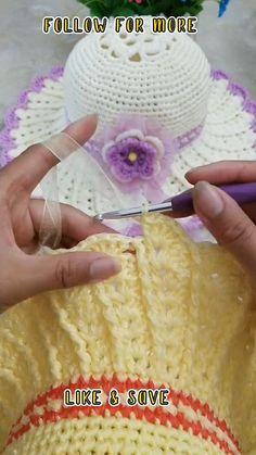 Crochet Giraffe Pattern, Crochet Baby Hat Patterns, Crochet Baby Clothes, Crochet Baby Hats, Crochet Beanie, Booties Crochet, Col Crochet, Easy Crochet, Crochet Flower Tutorial