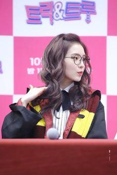 Irene with glasses Red Velvet アイリン, Red Velvet Irene, Seulgi, Red Valvet, Ulzzang Girl, K Pop, Role Models, Kpop Girls, Asian Beauty