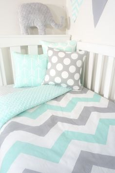Jumbo mint and grey chevron nursery set por MamaAndCub en Etsy
