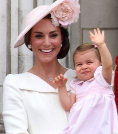 Isabel II celebra su 90 cumpleaños con un solemne desfile militar en Londres