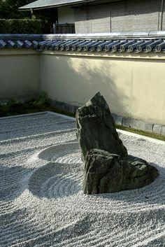 Ryogen-in Garden #japan #kyoto  Gravel patterns eBook - 砂紋  http://www.japanesegardens.jp/explanations/000106.php
