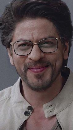 Indian Bollywood Actors, Bollywood Stars, Shah Rukh Khan Quotes, Abram Khan, India Actor, Shahrukh Khan And Kajol, Karena Kapoor, Galaxy Pictures, Cute Wallpapers Quotes