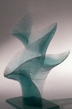 Compared to the histories of quasi-Japanese art styles such as ceramics or lacquerware, the history of glass art in Japan is relatively young. Not shackled by tradition, the creativity of Kyoto artist Niyoko Ikuta (1953- ) flows freely into her spiraling sheets of glass.