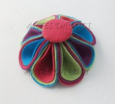 Postando Sobre Artes: pap - flor arco-íris em feltro