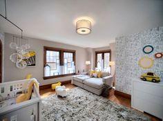 chambre bébé blanche et grise aux accents jaunes, papier peint et peinture