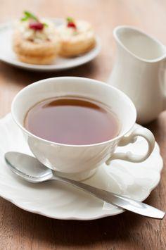 Een van onze favoriete bijzondere theesoorten islapsang souchong. Het is geen thee omde hele dag door te drinken, maar wel héérlijk om rond vier uur 's middags van te genieten, of 's avonds bij of na het diner. We vroegenMarion van den Blik, thee-expert vanBetjeman & Barton, om ons meer te vertellen over deze bijzondere …