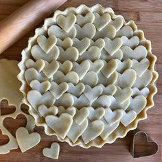 Take your baking to the next level with these seriously impressive pie crust designs. See pictures of our favorite designs here. Pie Dessert, Dessert Recipes, Beautiful Pie Crusts, Pie Crust Designs, Pie Decoration, Pies Art, Pie Tops, Pie Crust Recipes, Easy Pie