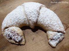Nusskipferl aus Rahmteig - Gudrun von Mödling - Famous Last Words Smarties Recipes, Cinnamon Sugar Donuts, Valentines Day Food, Creamed Spinach, Food Cakes, Rose Cupcake, Churro, Marzipan, Cake Recipes