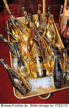 Goldene Magnum-Flaschen Armand de Brignac-Champagner, Wine & Dine-Festival, Tsim Sha Tsui, Hongkong, China, Asien