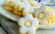 Linecké jogurtové kvetinky s kokosovou náplňou | Božské recepty Cupcakes, Doughnut, Cake Recipes, French Toast, Food And Drink, Cookies, Drinks, Breakfast, Desserts