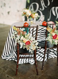 Love the mix of pattern and texture used at this pretty wedding.