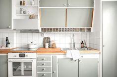 Kitchen Interior, Home Interior Design, Vintage Oven, Kitchen Dining, Kitchen Decor, Retro Apartment, Stylish Kitchen, Kitchen Colors, Kitchen Styling