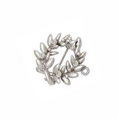 Γυναικεία καρφίτσα λευκόχρυση Κ14 κότινος (στεφάνι) από κλαδί ελιάς με ζιργκόν   Γυναικείες καρφίτσες στο κοσμηματοπωλείο ΤΣΑΛΔΑΡΗΣ στο Χαλάνδρι #ζιργκον #λευκοχρυσο #14Κ #καρφιτσα #tsaldaris Olive Wreath, Brooch, Crown, Wreaths, Jewelry, Corona, Jewlery, Door Wreaths, Jewerly