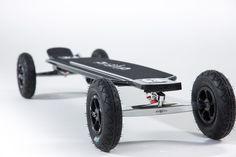 Skateboard Evolve série Carbone. La planche est un mix de carbone et de kevlar. Batterie lithium. Dispose d'un frein.