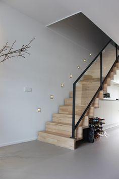 Gietvloeren: een mooie basis voor elk interie... - UW-vloer.nl Stair Railing Design, Home Stairs Design, Interior Stairs, Home Interior Design, House Design, House Staircase, Staircase Railings, Staircase Ideas, Bannister