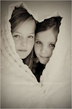 Children photography, kinderfotografie, love, sisters or friends Sister Photography, Children Photography, Portrait Photography, Adult Sibling Photography, White Photography, Family Posing, Family Portraits, Family Photos, Sibling Photos