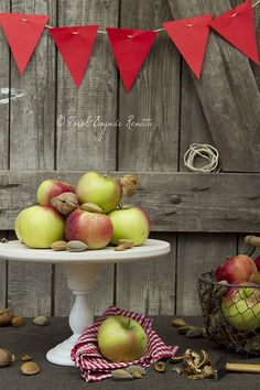 A sweetly classic, deeply inviting autumnal table setting. #fall #apples #autumn #party #decor #setting #table #station #walnuts #Thanksgiving