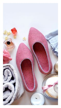 Felted Slippers Stylish Slippers Flat Ballerinas Handmade slippers Clothing-gift Self-care Ballet flats House shoes Rubber soles Rose flat Shoe Storage Bags, Felt Shoes, Cool Gifts For Women, Felted Slippers, Pointy Toe Flats, Natural Latex, Handmade Felt, Ballerinas, Ballet Flats