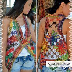 Colete Lia Color. Peça super descolada para compor um look moderno. Acabamento impecável. Confira mais peças em nossa loja virtual: http://www.rendafilebrasil.com.br/  #RendaFile #Artesanato #Moda