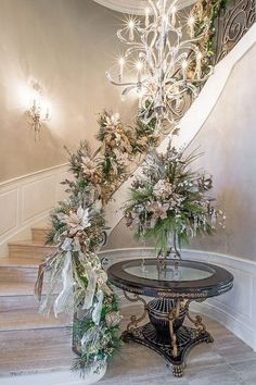 Gorgeous Christmas Staircase Decor Ideas For Inspiration