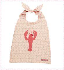 Pour la maternelle ou la crèche !  Un bavoir à enfiler tout seul !  http://www.little-crevette.fr/grand-bavoir-elastique-fille-motif-homard.html #serviette #bavoir #elastique